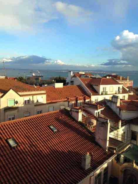Red roofs, white walls and the River Tagus