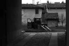La Morra courtyard