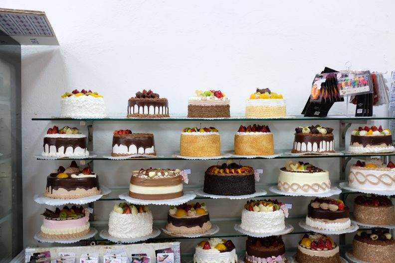 Terrific Where To Get A Birthday Cake In La Let Me Eat Cake Personalised Birthday Cards Paralily Jamesorg