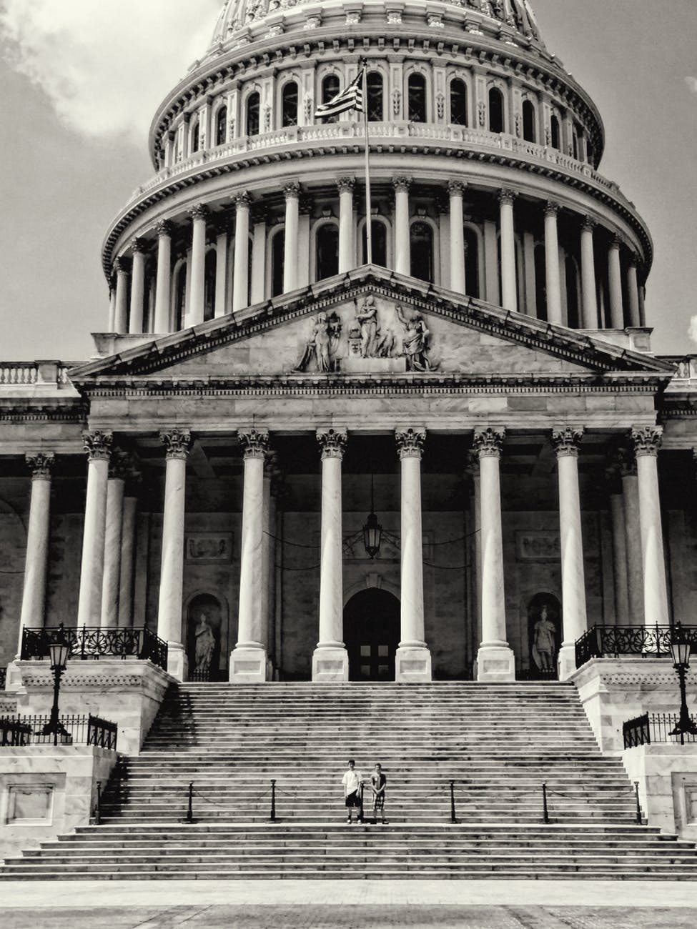 facade of usa capitol with columns and staircase
