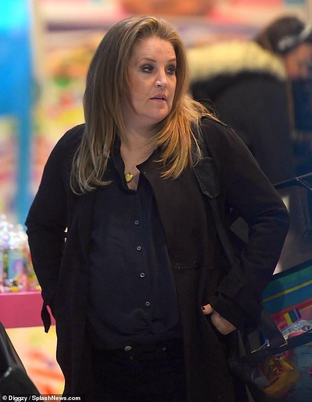 Lisa Marie Presley 51 Visits A Candy Store In New York As She S