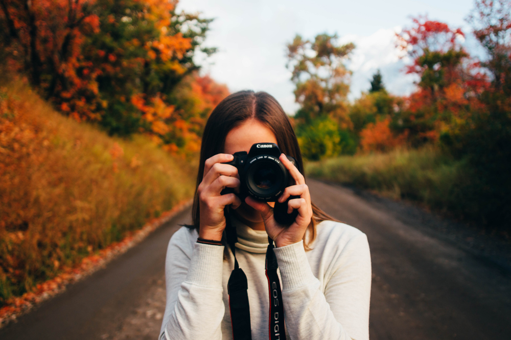 Work abroad - earn money while traveling fotolia