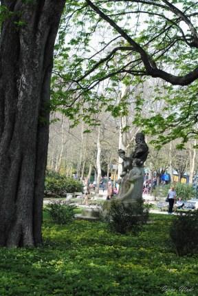 Looking for Cosette in Jardin de Luxembourg