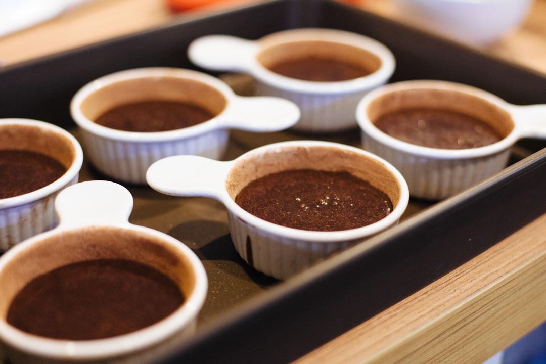 SALTED CARAMEL CHOCOLATE MOLTEN CAKE/海鹽焦糖巧克力巖漿蛋糕 – 小 小 / 工 作 室 | THELILSTUDIO