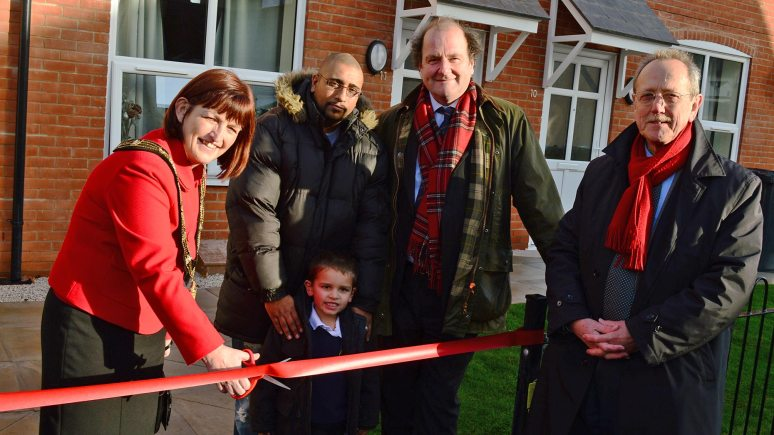 First council houses in 20 years (L-R): Mayor of Lincoln, Cllr Karen Lee, new tenant Leonard Holt and his son Lewis, Chairman of Lindum, David Chambers and City of Lincoln Council Leader, Ric Metcalfe. Photo: Steve Smailes for The Lincolnite