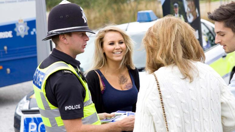PC Luke Casey having a chat with students. Photo: Lincolnshire Police