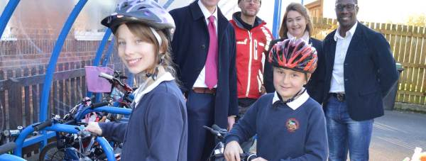 Sustrans' Vincent Gibson, student Eve Beer (11), Headteacher Mr Jon Richardson, former Lincoln City captain Dean Walling, student Lewis Morley (10) and Victoria Wade from the Access LN6 team. Photo: Lincolnshire County Council