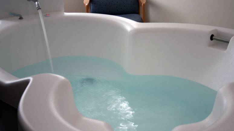 The new birthing pool. Photo: ULHT