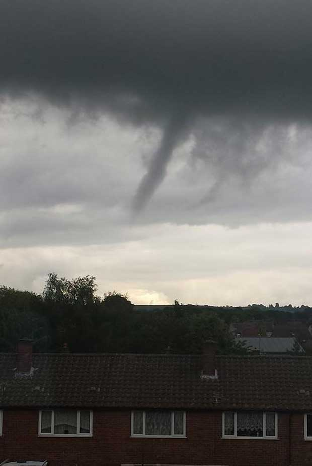 Tornado-like cloud also spotted in Pinxton, Mansfield by Natasha Williamson on June 4