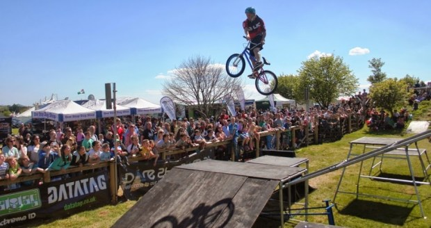 Savage Skills are an accomplished freestyle bike stunt team .