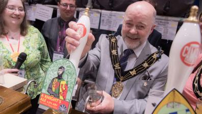 Bottoms up! New Lincoln mayor Chris Burke pours a pint at the festival. Photo: Steve Smailes for The Lincolnite