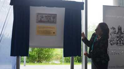 Vice Chancellor Professor Mary Stuart unveiling the plaque. Photo: The Lincolnite