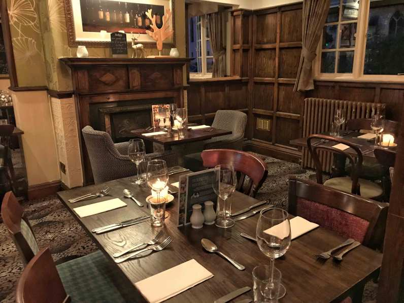 Stags-Head-tables