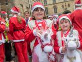 Thousands of Santas and festive pooches take on 2017 Lincoln fun run