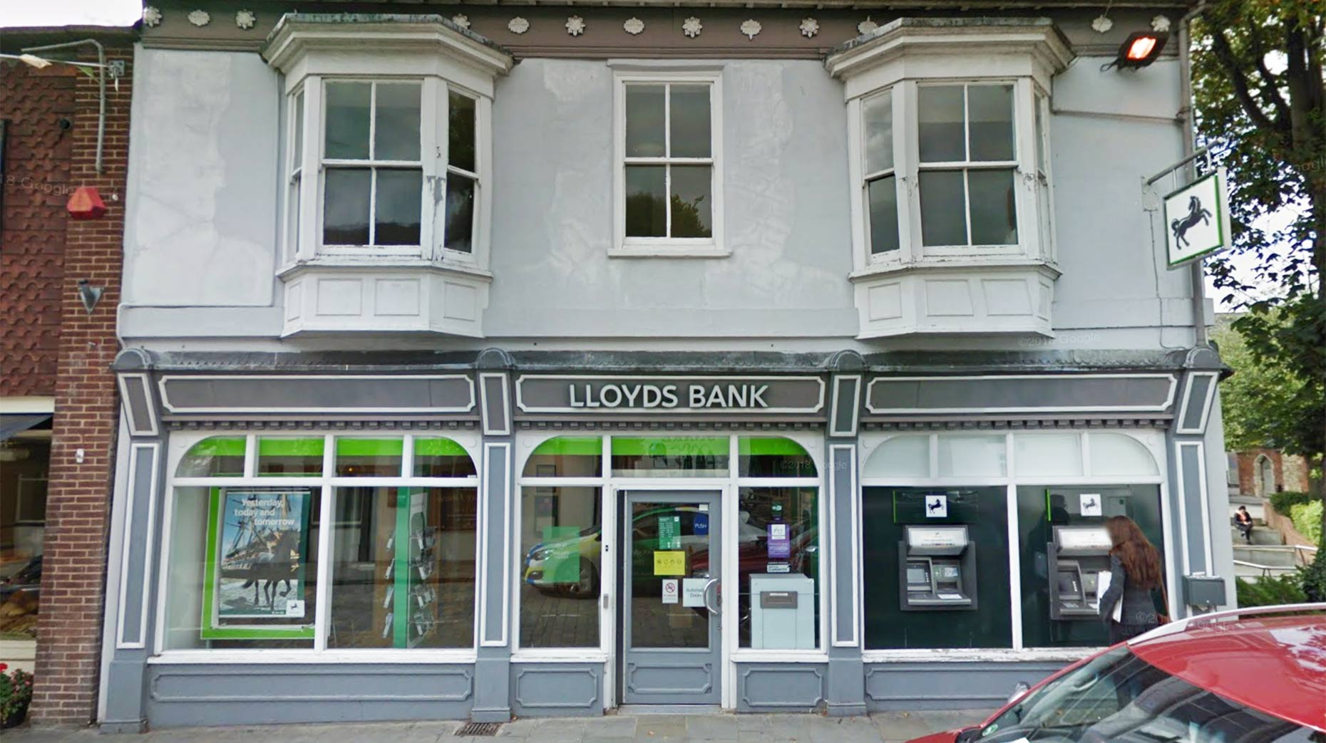 Lincoln Lloyds branch to close