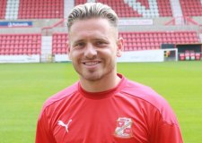 Imps midfielder leaves for Swindon