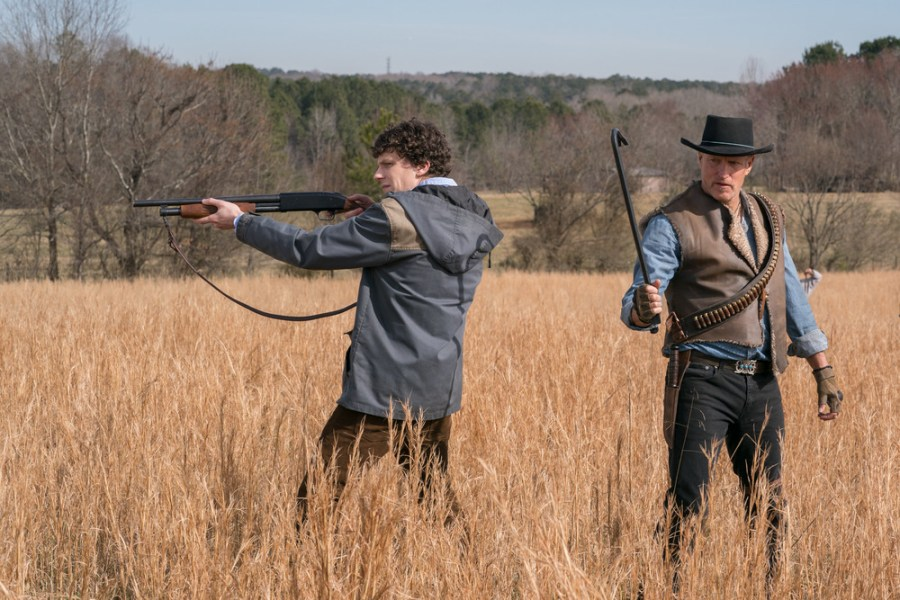Columbus ( Jesse Eisenberg) and Tallahassee (Woody Harrelson) on the White House Lawn in Columbia Pictures' ZOMBIELAND: DOUBLE TAP. | The Little Binger