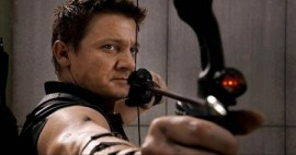Jeremy-Renner-Hawkeye-Bow-Close-up-570x302-e1335197618111