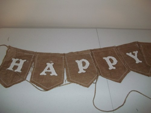 Happy Birthday Burlap Banner    ||    thelittledabbler.com