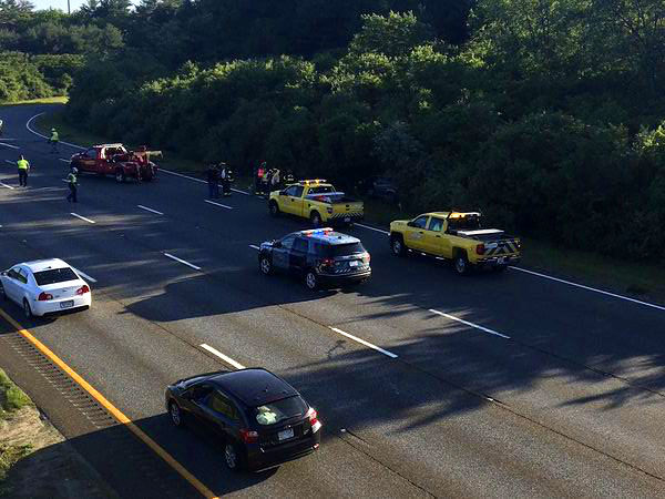 High-speed chase ends in crash on I-95, foot pursuit, and