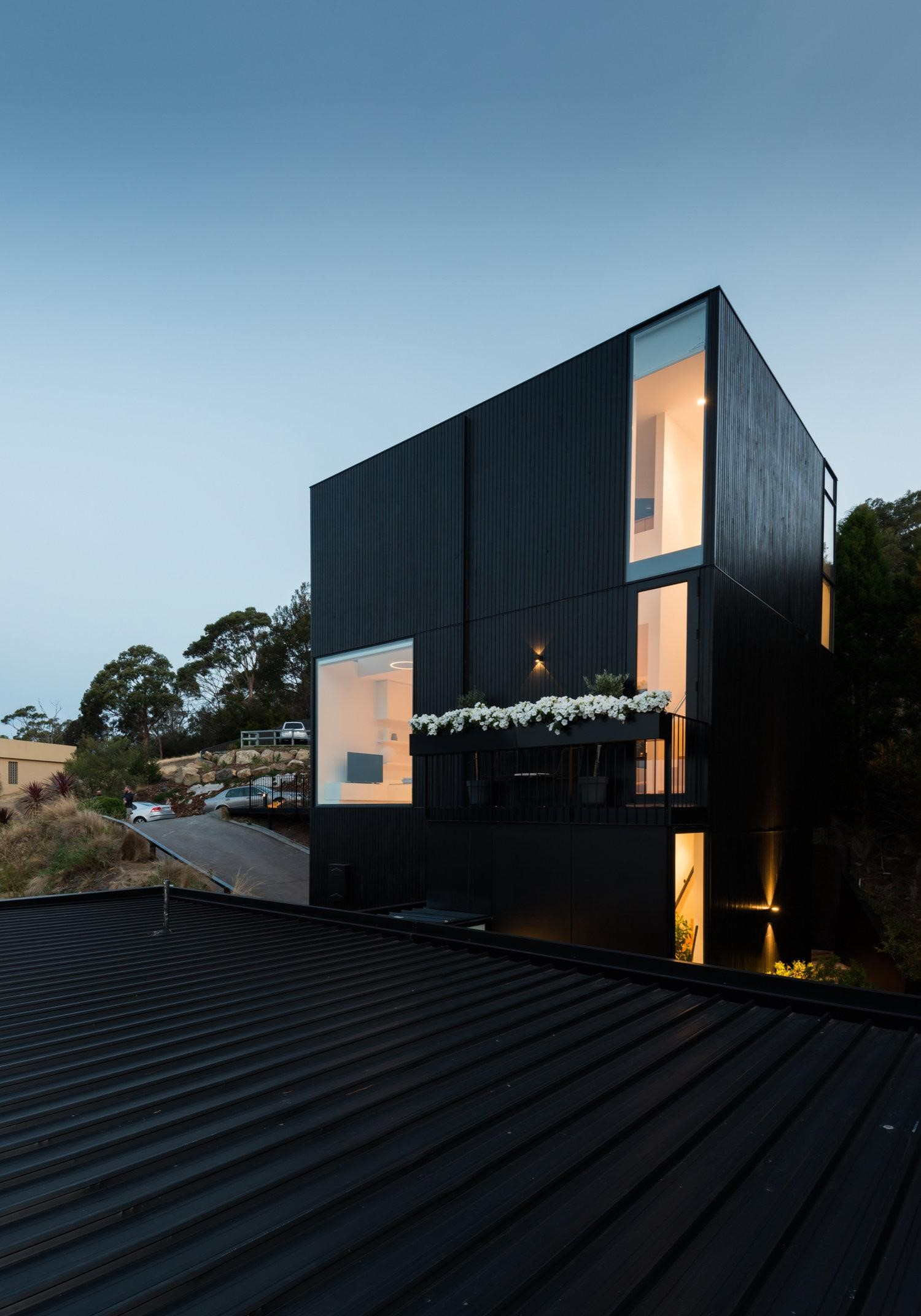 The Elevation Afforded The (gr)ancillary Dwelling Creates A Small Home Within The Treetops