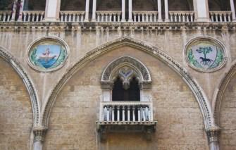 Palazzo Fizzarotti, facciata, dettaglio - da Visit Bari