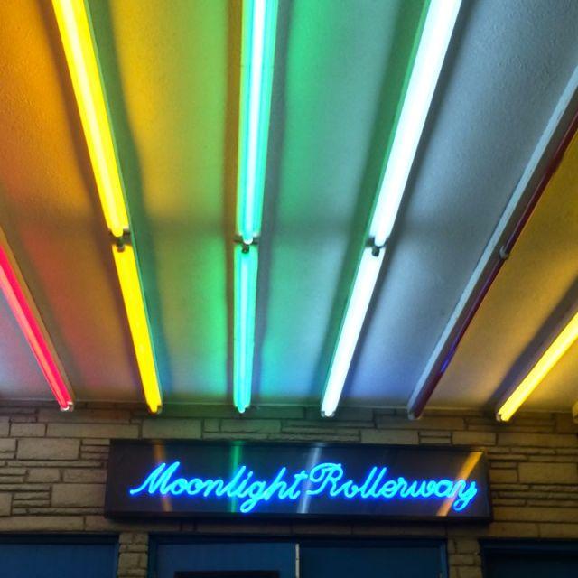 The vintage neon of Moonlight Rollerway (photo by Nikki Kreuzer)