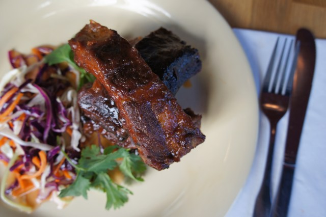 Beachwood-BBQ-Braised-Glazed-Smoked-Spare-Rib-with-Sweet-Spicy-Vegetable-Slaw (Courtesy of Sriracha Fest)