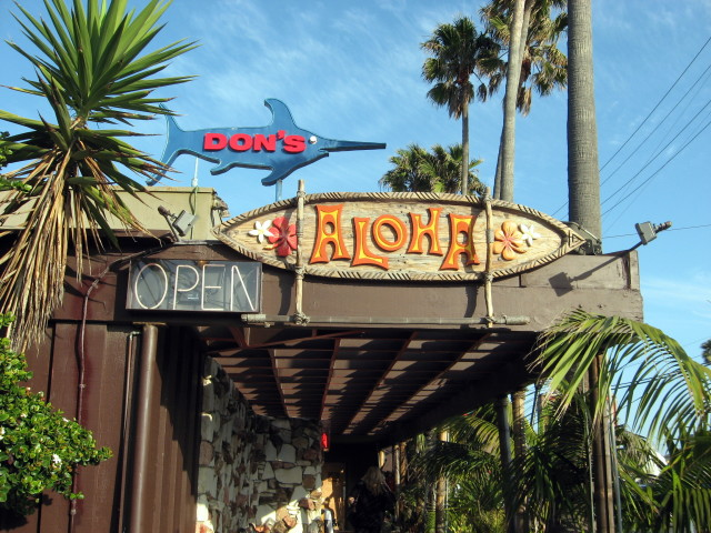 Don's Sign beckons you to a tiki paradise.  Photo by Ed Simon for The Los Angeles Beat.