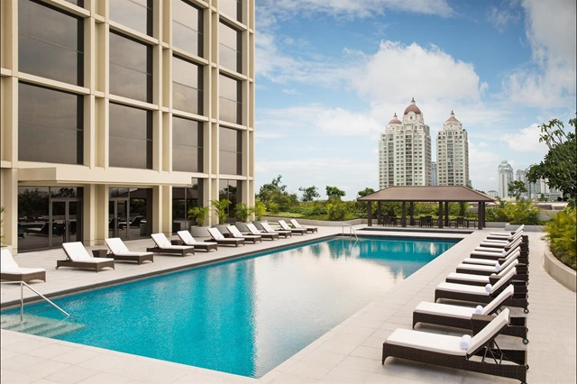 Pool_View_483528_med
