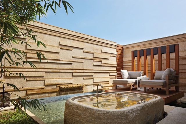 Hyatt-Regency-Danang-Resort-and-Spa-Spa-outdoor-bath