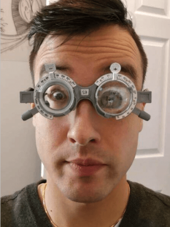 Size of Eyes through very storng myopic and hyperopic glasses