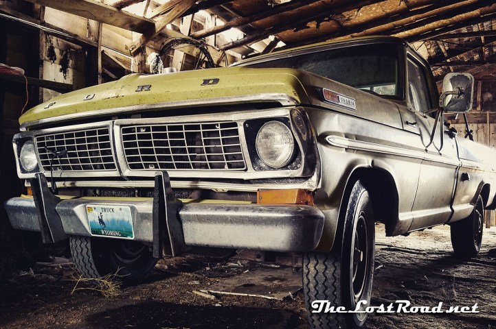 Ford Custom 250 pickup 1970 camper special