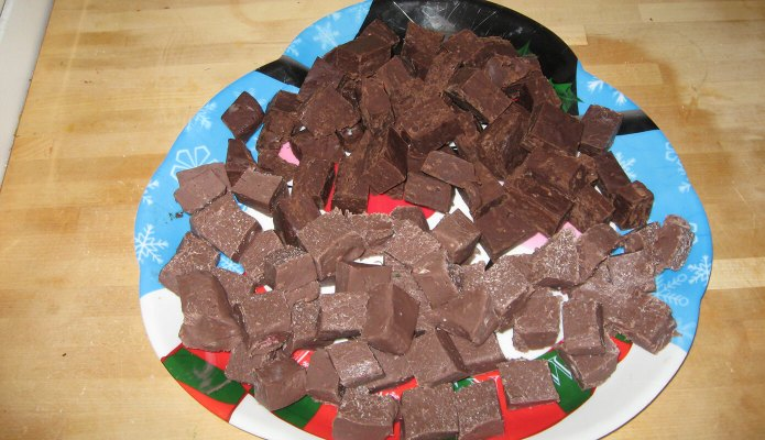 Homemade Chocolate Fudge and Peppermint Chocolate Fudge #chocolate #fudge #recipes #christmas