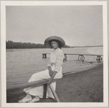 Photography from the private archive of the Romanovs family-Lujon Magazine01