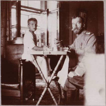 Photography from the private archive of the Romanovs family-Lujon Magazine27