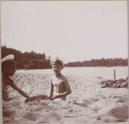 Photography from the private archive of the Romanovs family-Lujon Magazine64