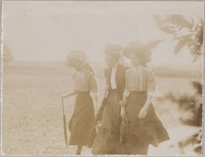 Photography from the private archive of the Romanovs family-Lujon Magazine67