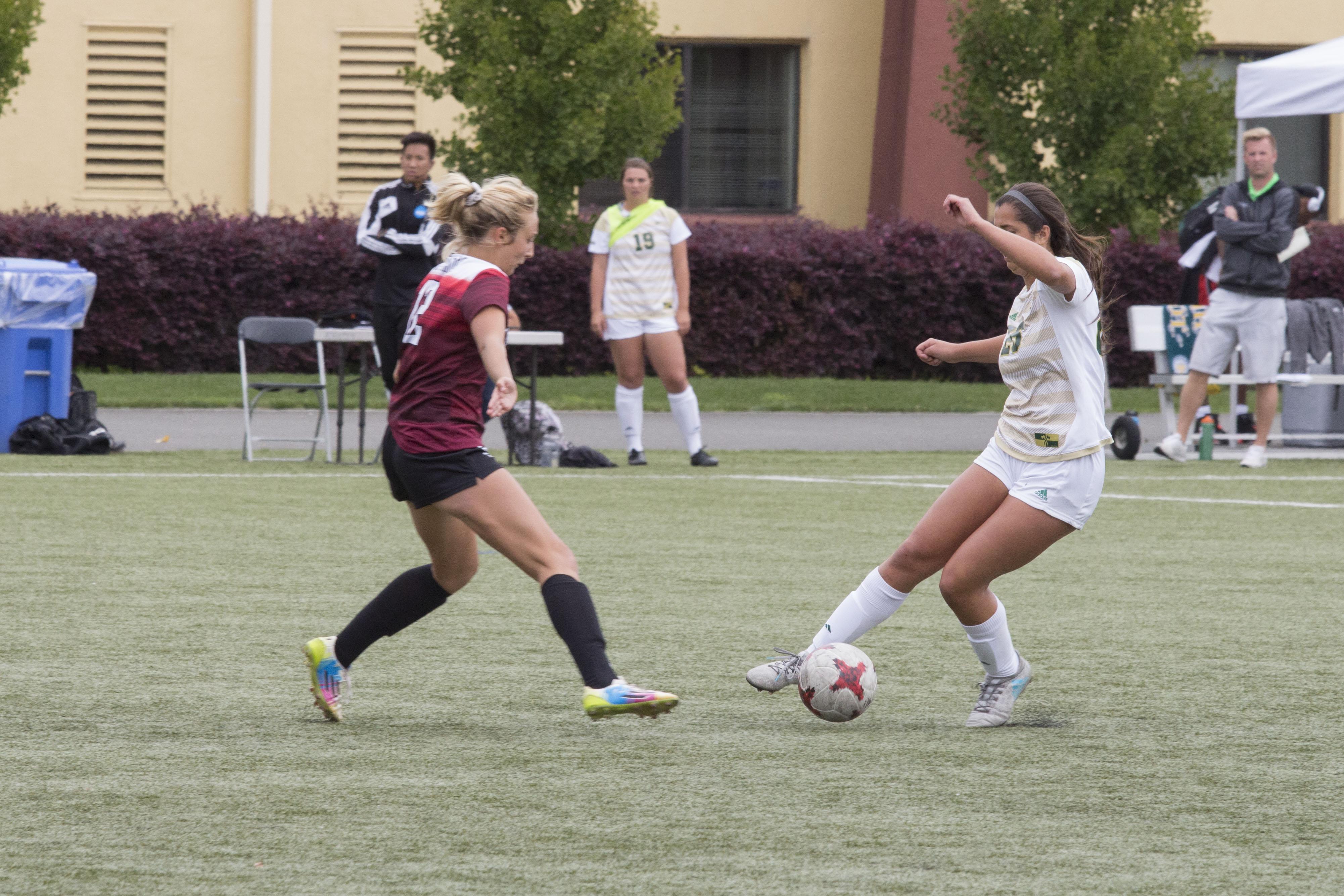 Abbie Jones (left) defending HSU player Erin Seigel (right.) | Photo by Ian Benjamin Finnegan Thompson