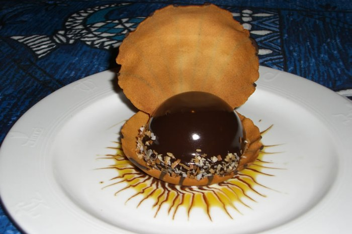 "Mama's Fish House Polynesian Black Pearl: Chocolate Mousse & Passion Fruit Cream in a ""Seashell"""