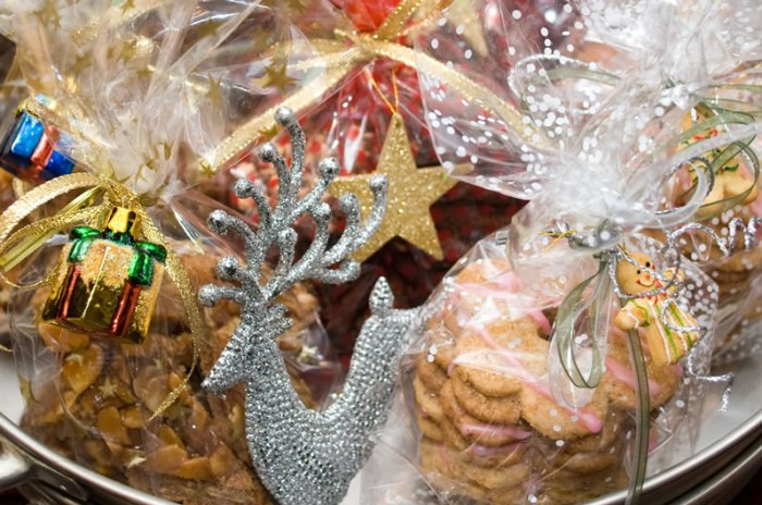 LunaCafe's Twelve Days of Christmas Cookies Bagged and Ribboned