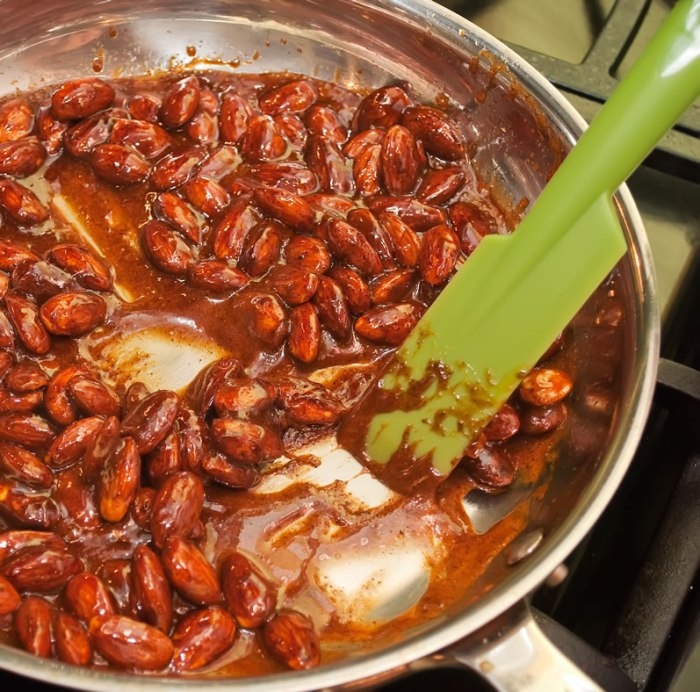 Caramelized Ancho Chile & Cinnamon Almonds | LunaCafe