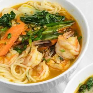 Spicy Korean Noodle Soup (Jjambbong)