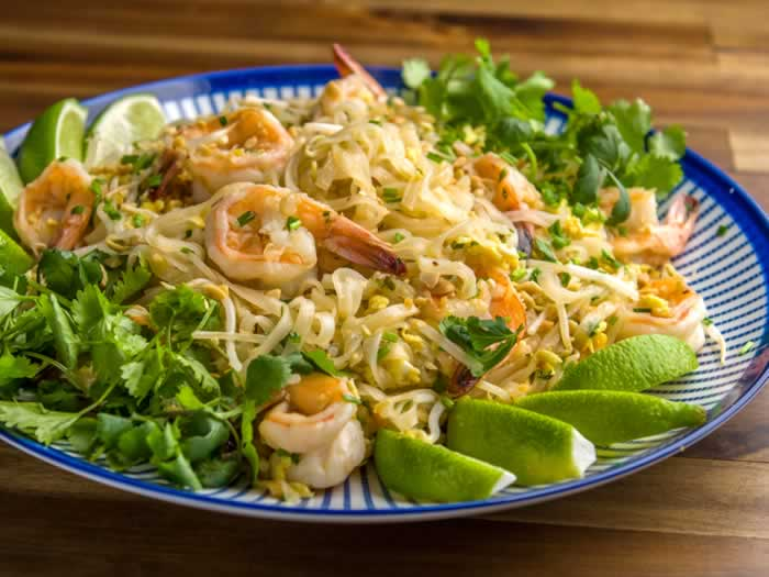Phat Thai (Stir-Fried Rice Noodles with Tamarind Sauce, Peanuts & Lime) | LunaCafe