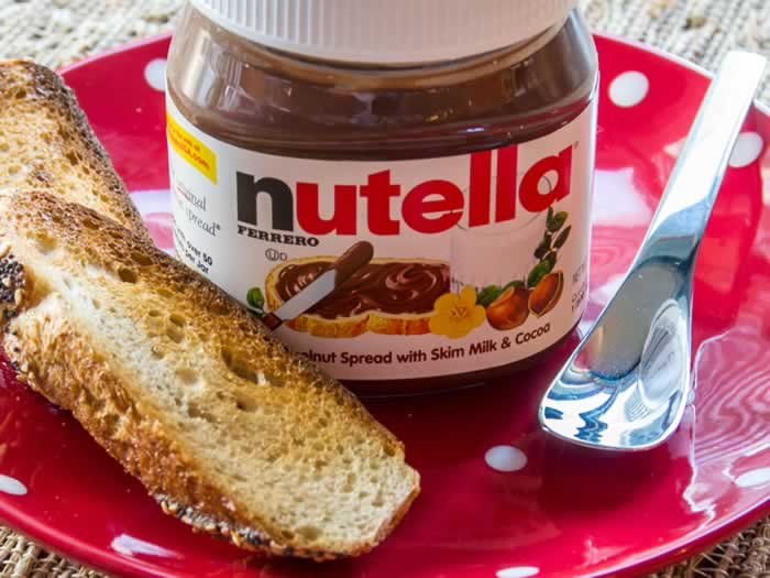 Homemade Nutella: Two Ways (Chocolate Hazelnut Spread) | LunaCafe