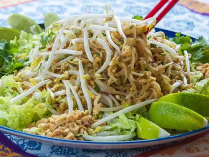 LunaCafe Top Posts 2014: Phat Thai (Stir-Fried Rice Noodles with Tamarind Sauce, Peanuts & Lime)