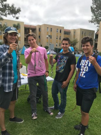 Freshman successfully tie figure eight knots following outdoor leader's instruction. Photo by Jessenya Guerra