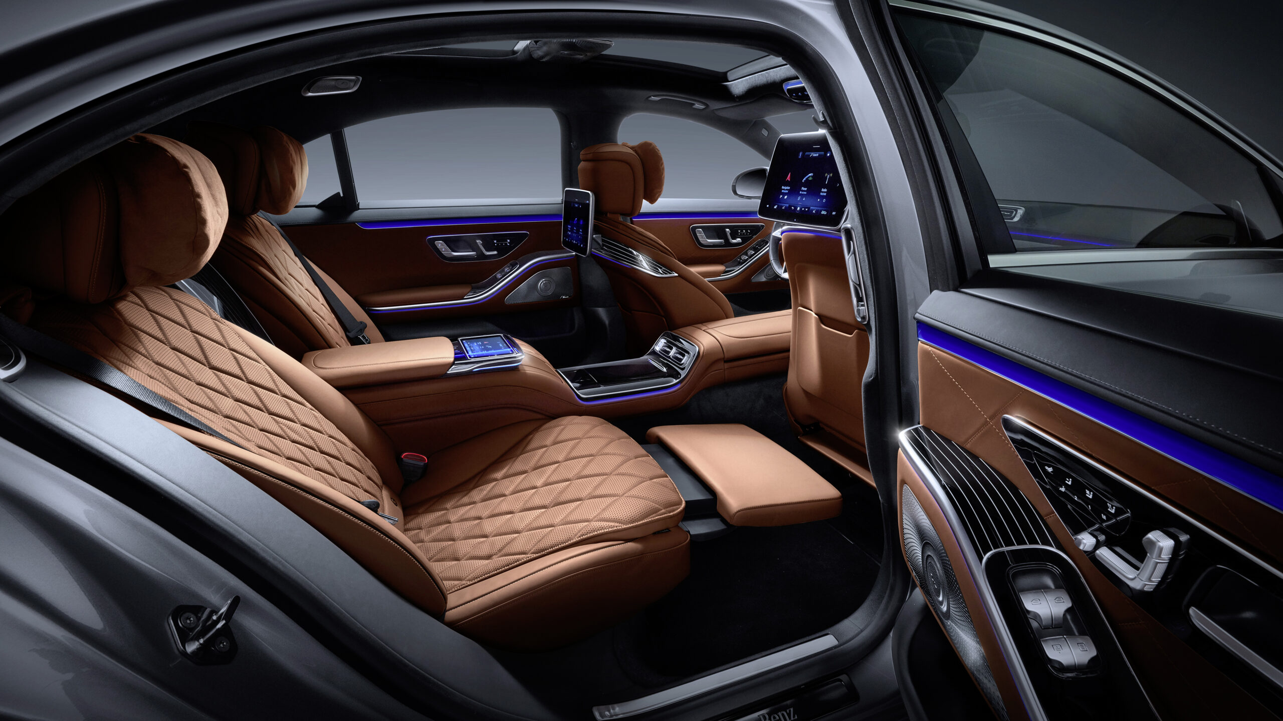 Every new Mercedes-Benz S-Class is a momentous opportunity for heads of state and captains of industry to go big or go home. So the cognoscenti might