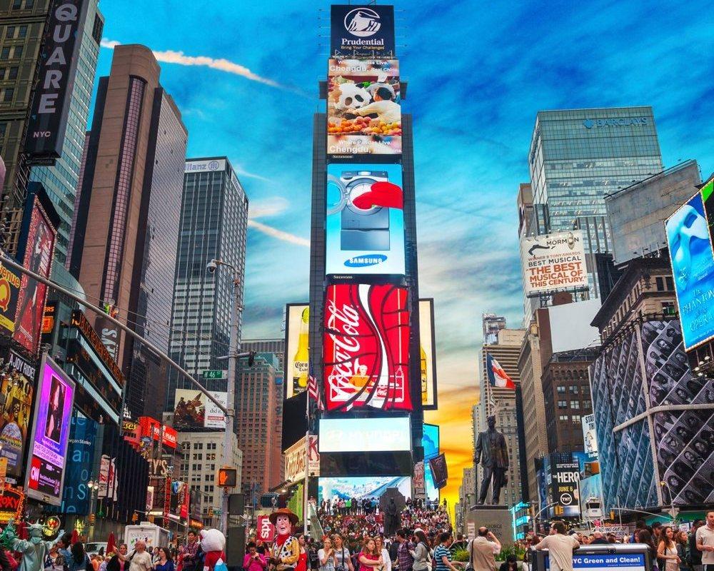 LUX Magazine timessquare Explore NYC Find here some of her favorite local spots!  Elle Sanchez