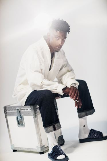 LUX Magazine c97fc425165442e71212c321802e73c8634ba7f4_http-hypebeast.com-image-2017-10-21-savage-exit-magazine-cover-story-editorial-10 Style, Design, Fly   Aleali May